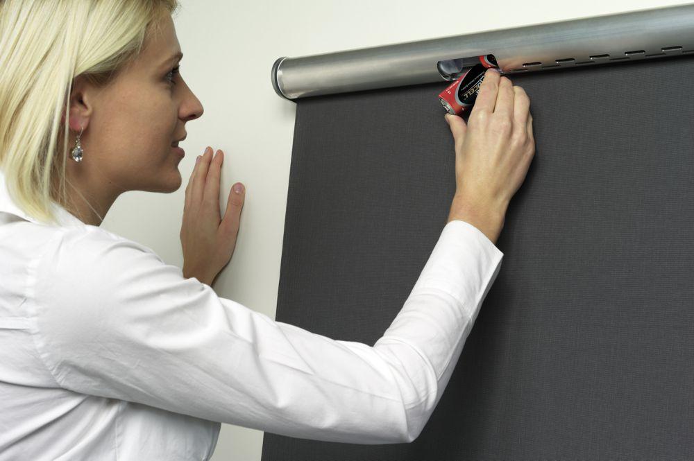 elektrische rollos mit baterieantrieb eine elegante l sung heimtex ideen. Black Bedroom Furniture Sets. Home Design Ideas