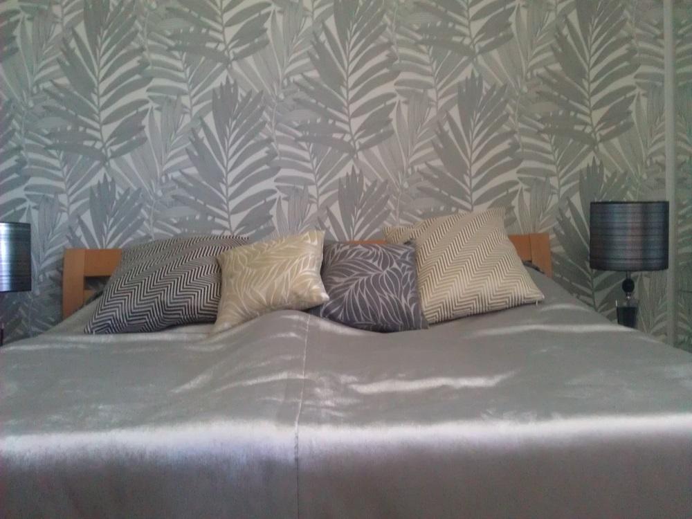 tapete farbe fur schlafzimmer raum und m beldesign inspiration. Black Bedroom Furniture Sets. Home Design Ideas