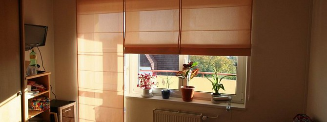 r misches rollo als balkont rdekoration heimtex ideen. Black Bedroom Furniture Sets. Home Design Ideas