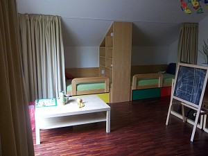 dimout vorh nge f r die privatsph re in einem kinderzimmer heimtex ideen. Black Bedroom Furniture Sets. Home Design Ideas