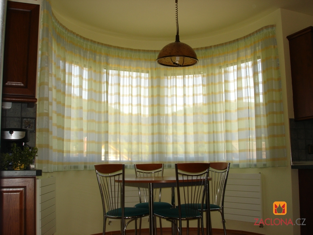 atypische fenster und farbenspiel. Black Bedroom Furniture Sets. Home Design Ideas