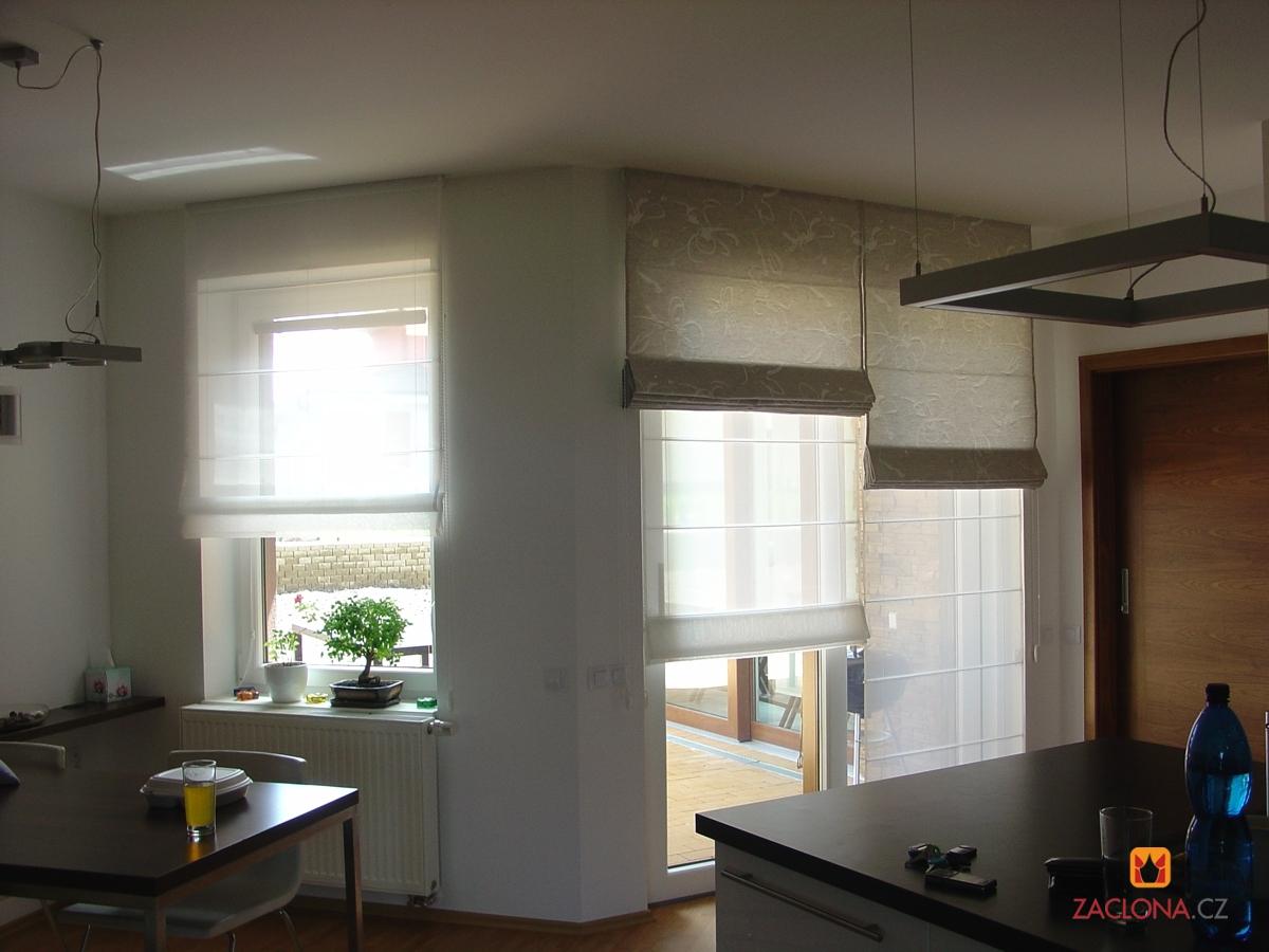 Ungewohnliche Wohnzimmer : Ungewöhnliche Kombination von Raffrollos